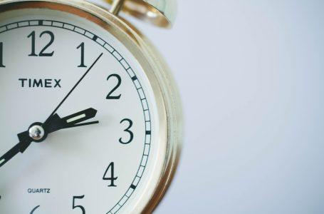 Koprzywnica na czasie – zegar na Domu Kultury znów wskazuje czas