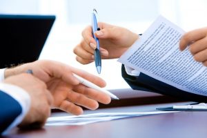 grafika przedstawiająca podpisanie dokumentów